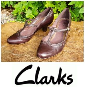 Clarks dark brown leather t-strap kitten heel 9M